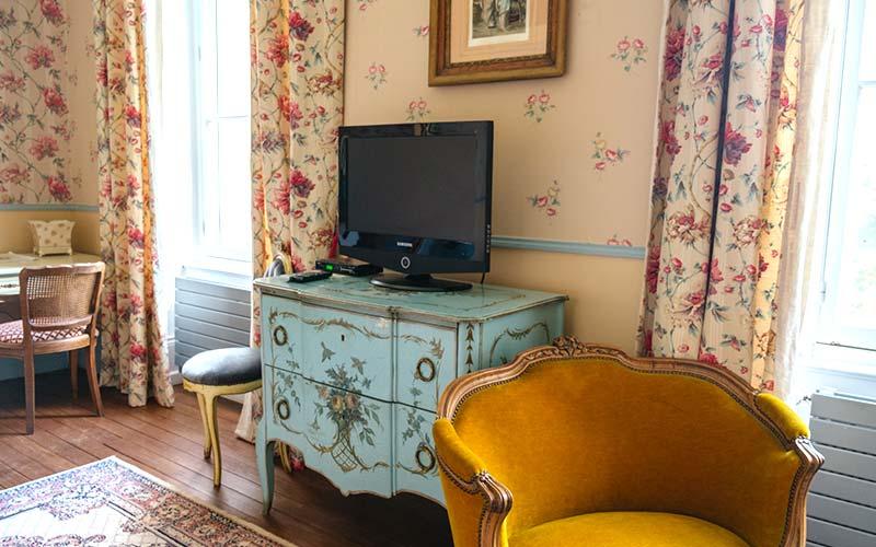 Renaissance Suite TV